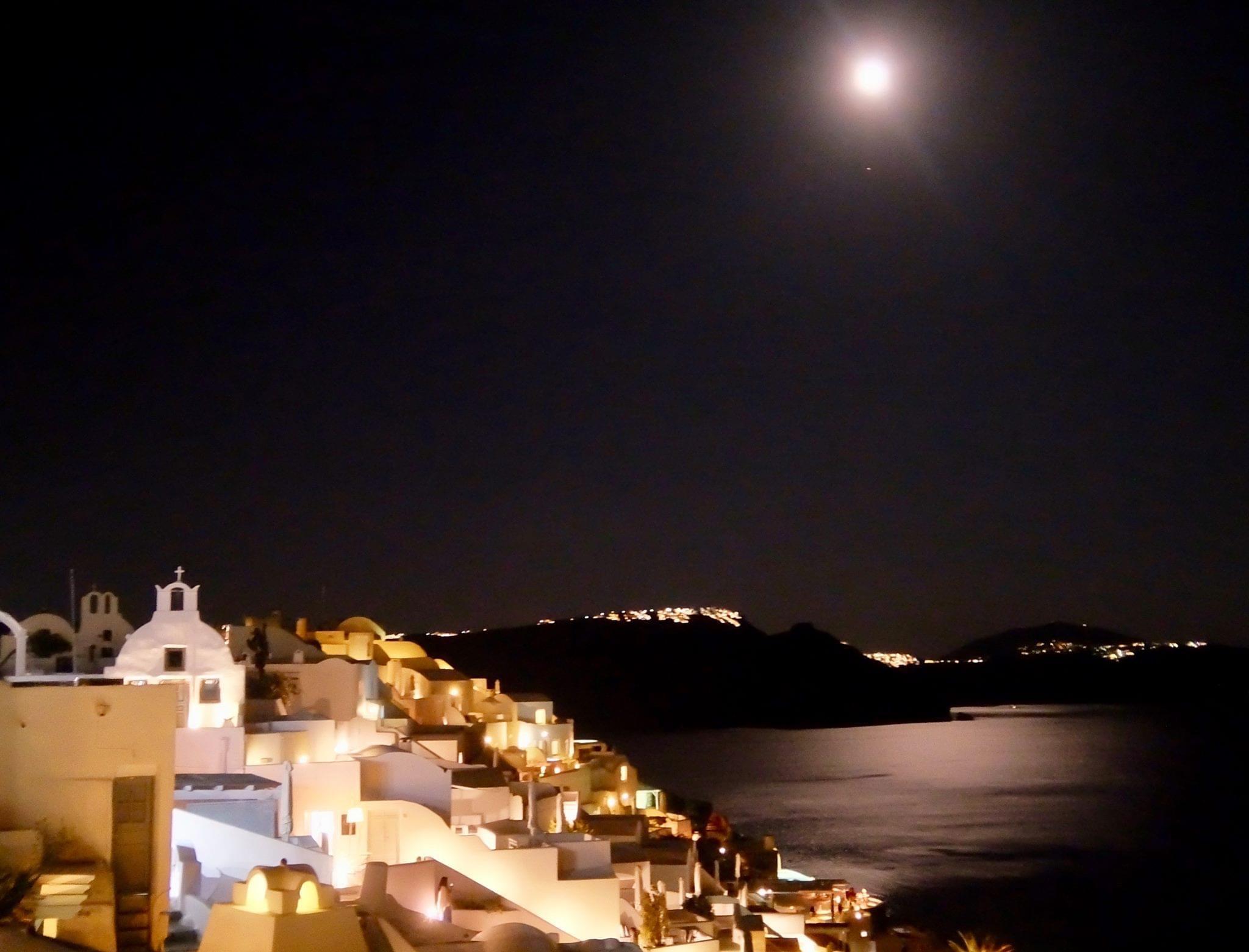 Santorini på natten.